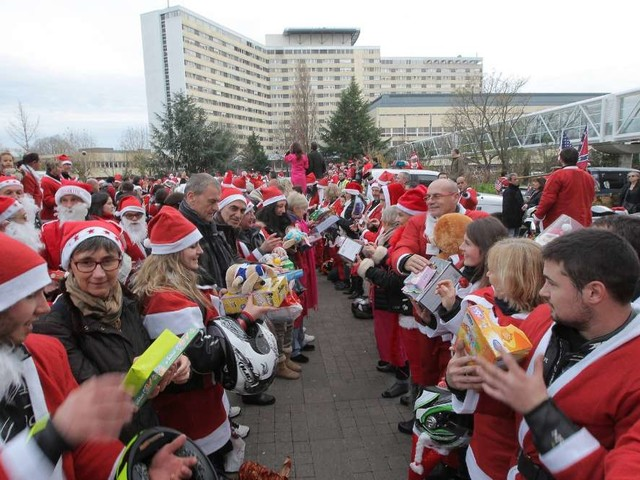 CHU de Bordeaux : plus de 1300 motards en Père-Noël sont venus distribuer des cadeaux aux enfants malades