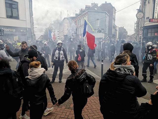 Appel national des Gilets Jaunes à Lille : vives tensions sur la manifestation