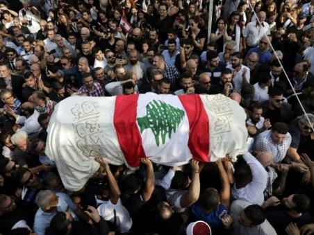 Contestation au Liban: un manifestant inhumé dans la colère