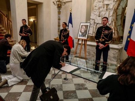 """""""Tout le monde aurait voulu le connaître"""": les Français rendent hommage à Chirac"""