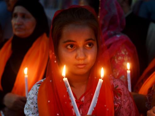 Sri Lanka: le bilan des attaques suicides contre des églises et de hôtels passe à 359 morts