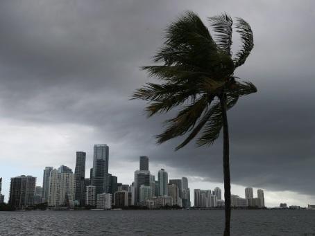 L'ouragan Isaias s'approche de la Floride, déjà meurtrie par le Covid-19