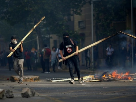Chili: trois morts dans les pires émeutes depuis des décennies
