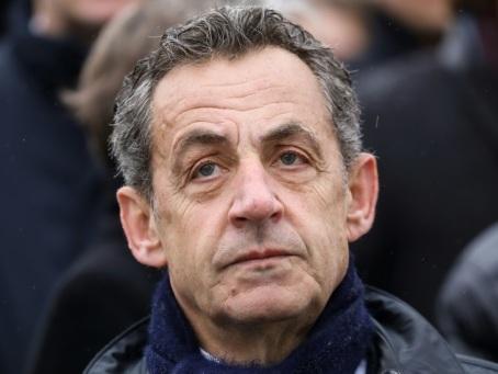"""Face aux juges, 40 heures """"à se taper la tête contre les murs"""" pour Sarkozy"""