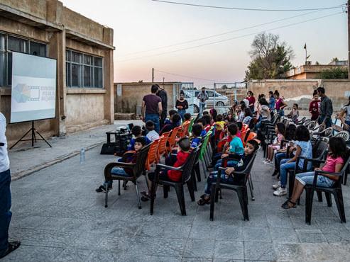 Des enfants qui s'émerveillent et des yeux qui s'écarquillent: en Syrie, le cinéma pour oublier la guerre