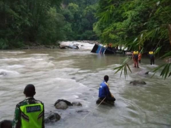 Chute d'un bus en Indonésie : Le bilan passe à 31 morts et 10 portés disparus