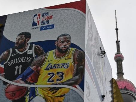 Chine: un match NBA se dispute comme prévu, malgré la polémique