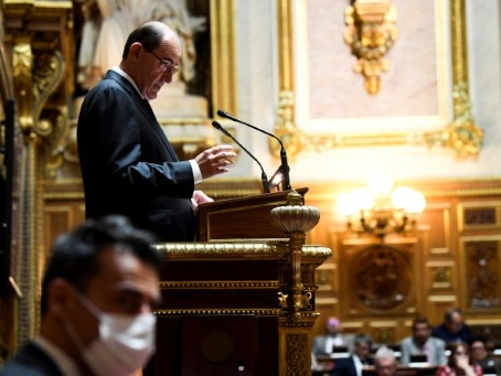 """Devant le Sénat, Castex accélère sur l'obligation du masque et vante encore """"les territoires"""""""