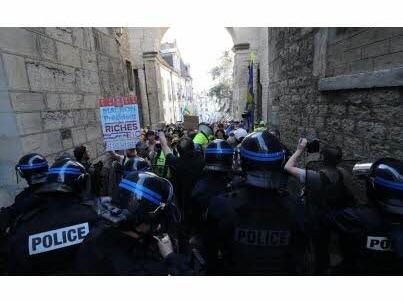 Jets de projectiles à Besançon : « Je ne sais pas ce qui m'a pris » s'excuse un gilet jaune