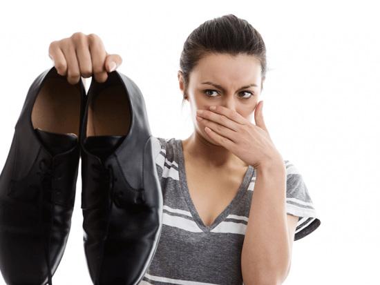 Astuces pour éliminer les mauvaises odeurs dans vos chaussures