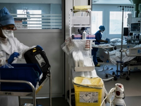 Traitements anti-Covid: l'armoire à pharmacie se remplit peu à peu