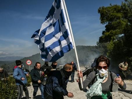 Grève générale dans les îles grecques contre les camps de migrants