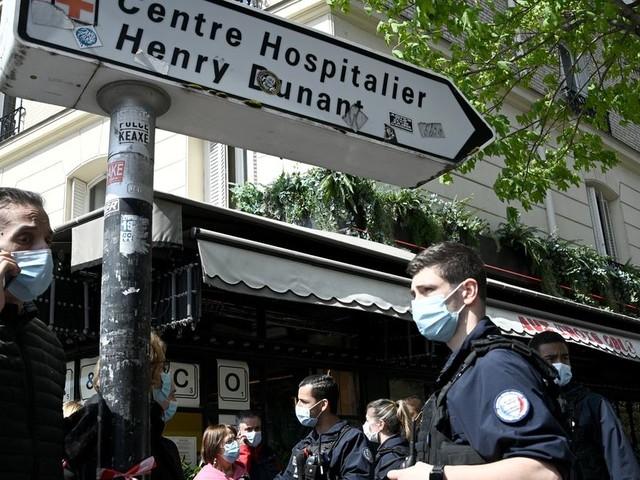 Tirs devant l'hôpital Henry Dunant à Paris: une personne tuée, une autre blessée