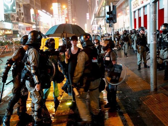 """Hong Kong: L'ambassade de Chine à Paris dénonce """"l'hypocrisie"""" des Européens"""