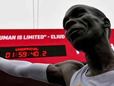 """Marathon: Kipchoge savoure """"le meilleur moment"""" de sa vie"""