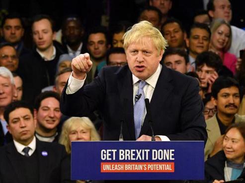 Elections britanniques: Boris Johnson et le Brexit remportent une large victoire selon un sondage de sortie des urnes