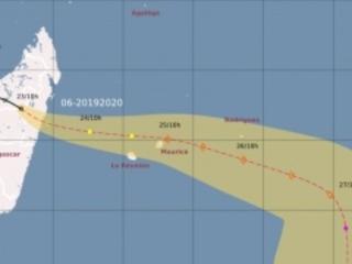 La Réunion en pré-alerte cyclonique, au moins quatre morts et plusieurs milliers de sinistrés à Madagascar