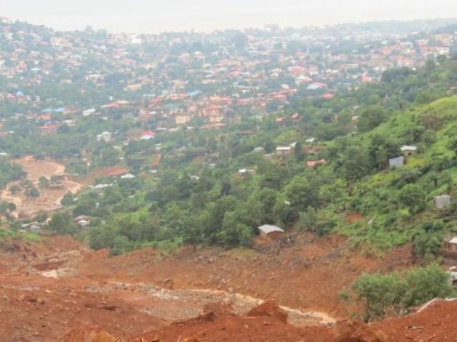 Encore sous le choc des inondations, la Sierra Leone tente de retrouver 600 disparus