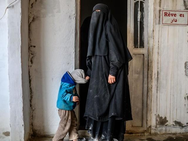 """""""Ça fait des années qu'elles demandent à être rapatriées"""" rappelle l'avocate de jihadistes françaises renvoyées par la Turquie"""