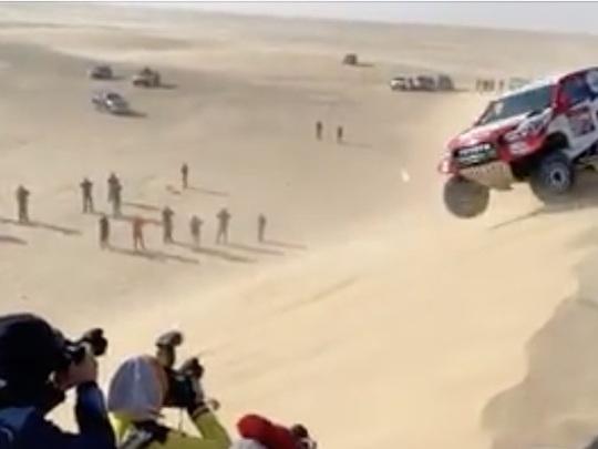 Fernando Alonso se loupe et fait deux tonneaux au Dakar 2020