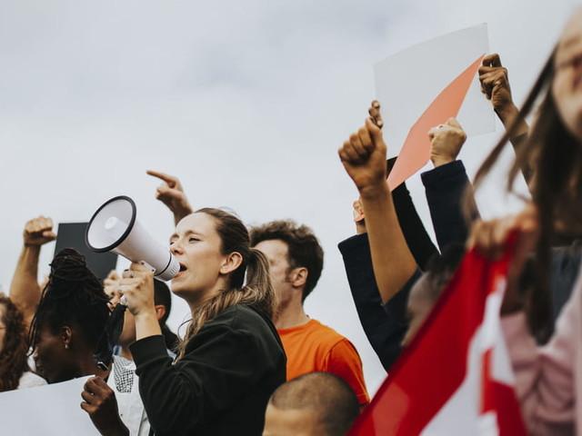 Marche du 23novembre: Virginie Efira, Alice Taglioni, Josiane Balasko... contre les violences faites aux femmes