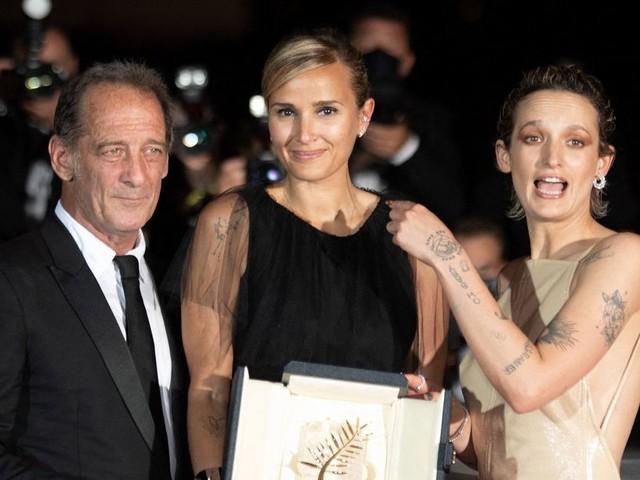 """Palmarès du Festival de Cannes 2021 : la Palme d'or à """"Titane"""" de Julia Ducournau"""
