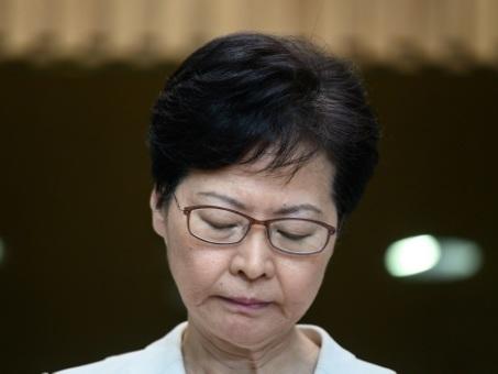 """Manifestations à Hong Kong: la cheffe de l'exécutif s'essaie à un """"dialogue"""""""