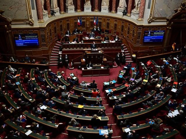 Le Sénat adopte un projet de loi sur le pass sanitaire largement modifié