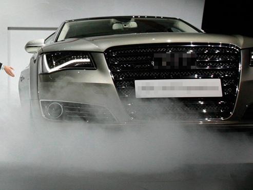 Dès janvier, le travailleur pourra remplacer sa voiture de société par DU CASH (si son patron est OK): combien gagnera-t-il en plus?