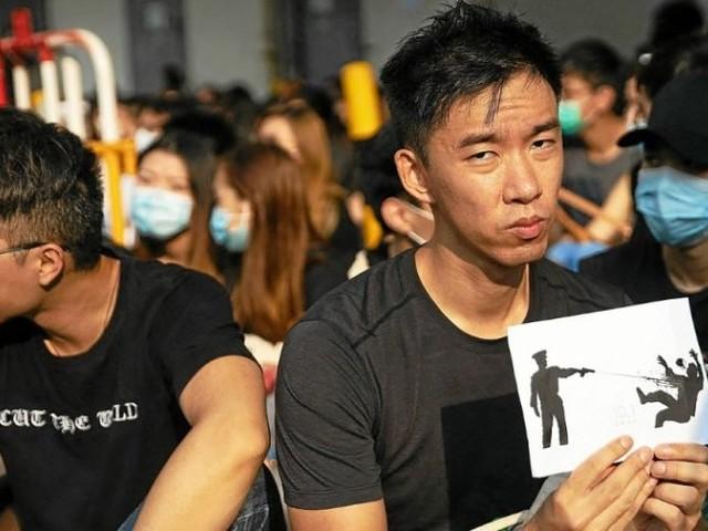 Hong Kong. Sit-in devant l'école du manifestant blessé par balle