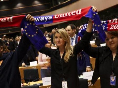 Larmes, Miss Belgique et «Hymne à la joie»… Le Parlement européen dit adieu aux députés britanniques