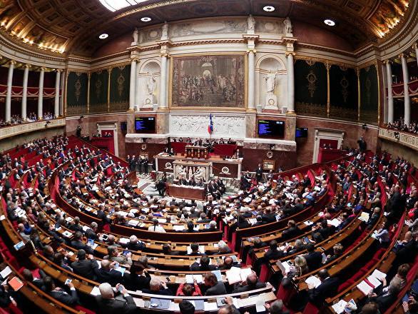 La France va-t-elle durcir les conditions du regroupement familial? L'appel d'une députée française