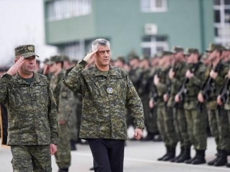 """Kosovo: l'opposition veut envoyer les """"commandants"""" à la retraite"""