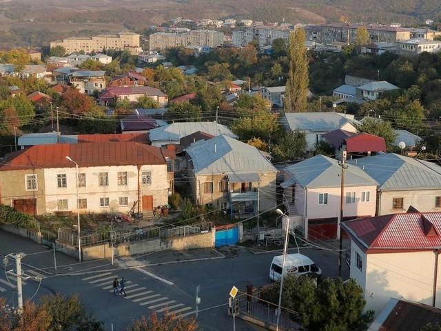 Haut-Karabakh: à Stepanakert, un atelier fabrique à la hâte des tenues militaires