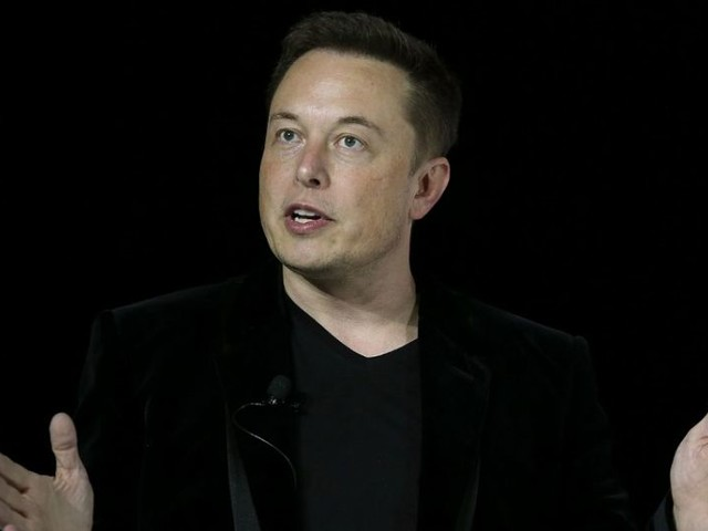 Elon Musk, devenu l'homme le plus riche du monde, veut convertir le monde entier à la voiture électrique. C'est bien mais à quel prix