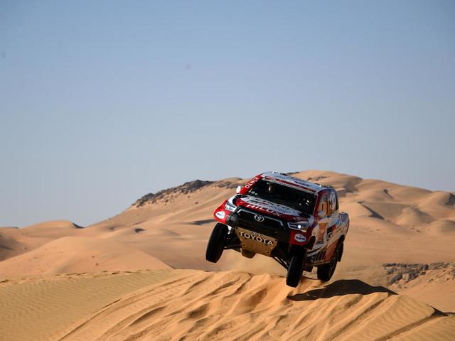 Dakar 2021: De Villiers stoppe la série d'Al-Attiyah, Benavides fait coup double