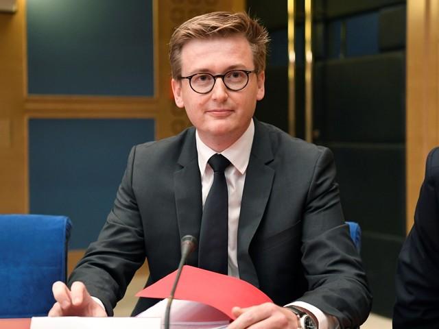Passeports Benalla: des proches de Macron au tribunal pour être entendus par les juges