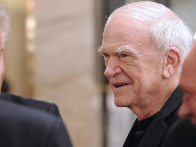 L'écrivain Milan Kundera reçoit la citoyenneté tchèque, 40 ans après avoir été déchu de sa nationalité