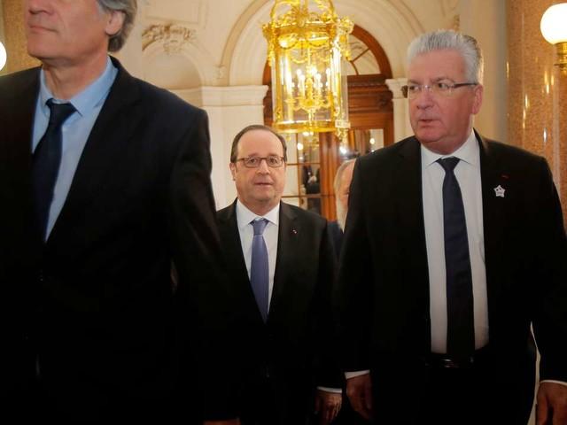 François Hollande lâché par les siens