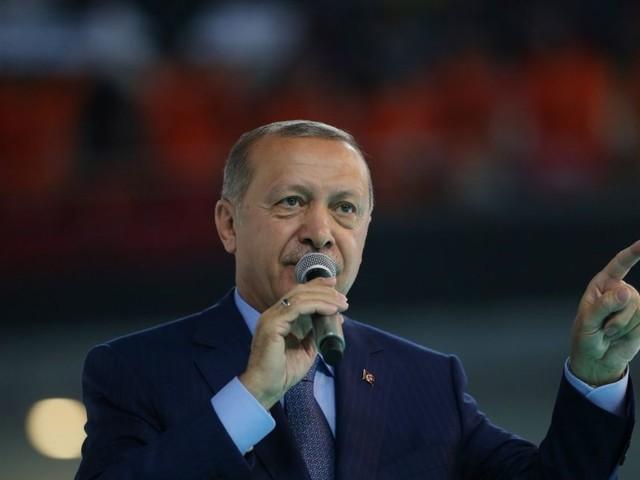 Après la débâcle de la livre turque, Erdogan entend boycotter l'électronique américain