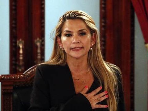 Bolivie: La sénatrice Jeanine Añez se proclame présidente par intérim, Morales dénonce «un coup d'Etat»
