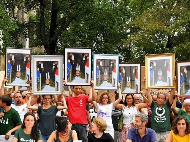 Pour un portrait de Macron, ils sont prêts à risquer la prison