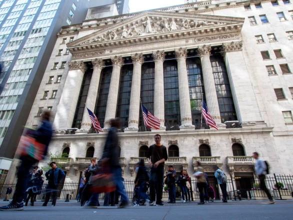 Le coronavirus infecte désormais les marchés boursiers, les investisseurs «effrayés»