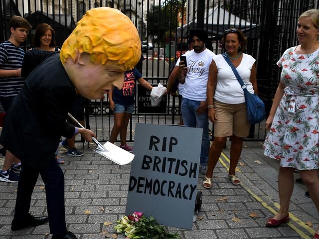 Au nom du respect de la démocratie, Boris Johnson suspend le Parlement britannique