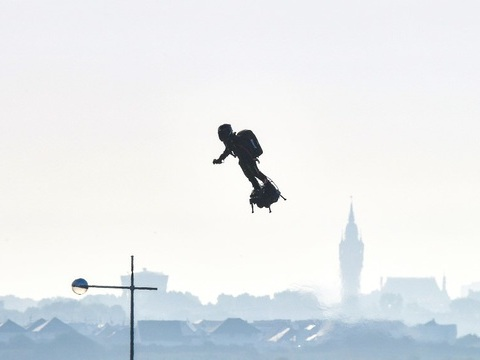 Traversée de la Manche en Flyboard: EN DIRECT. Il l'a fait ! Franky Zapata a traversé la Manche !...