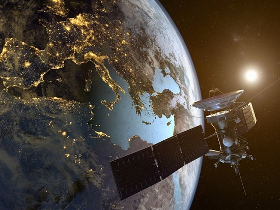 Les propulseurs plasma pour les petits systèmes de satellites ont la côte