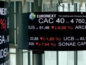 La Bourse de Paris perd 1,91%, Bouygues et le secteur auto en nette baisse