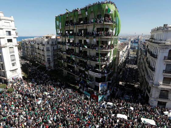 Brève - Après l'élection, manifestations massives en Algérie