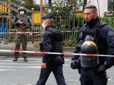 """""""J'ai entendu des hurlements"""" : des témoins racontent l'attaque à l'arme blanche à Paris"""