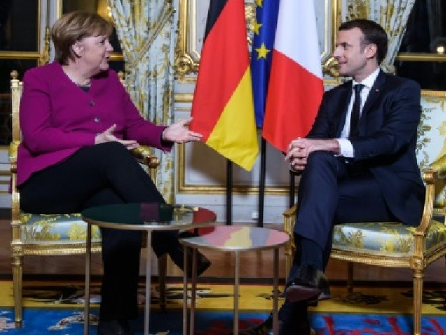 """Macron et Merkel pour """"approfondir encore"""" la coopération franco-allemande"""